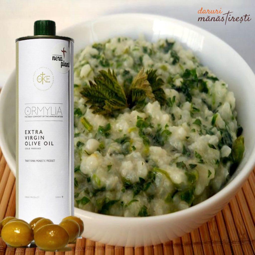 Mâncare de urzici cu-orez și usturoi